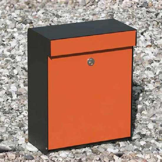 Afbeelding van Brievenbus Allux Grundform zwart/oranje, modern design, ruime brievenbus. Verkrijgbaar in 7 uitvoeringen.
