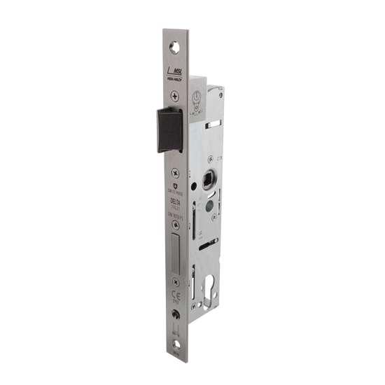 Afbeelding van P+E Veiligheidsslot profielcilindergat 92mm doornmaat 30mm DIN rechts/links met rvs geborstelde voorplaat 270x24mm